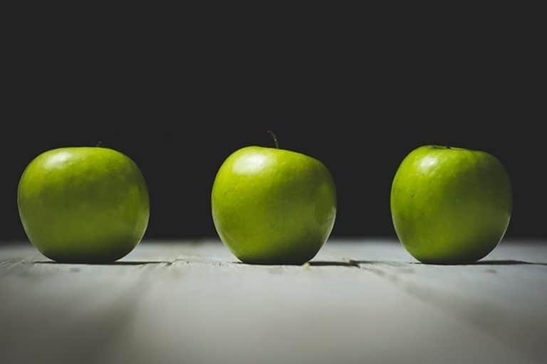 Drei grüne Äpfel