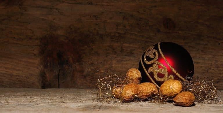 Nüsse und andere Weihnachtsdeko