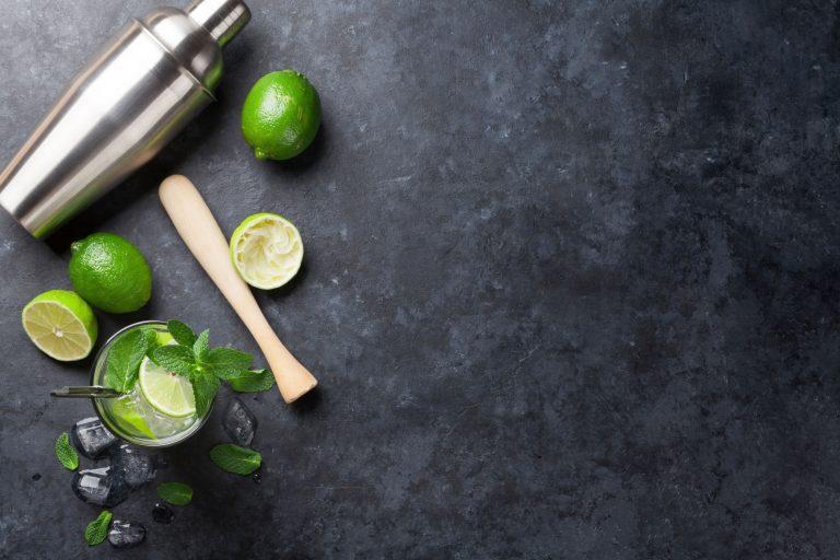 Es gibt verschiedene Arten von Cocktailgläsern, aber das Aussehen der Gläser ändert nichts am Geschmack der Cocktails.
